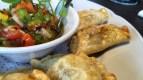 Empanadas con salsa criolla