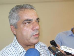 """Edvaldo Rosas diz que tem maioria, mas não vai recorrer de intervenção: """"Fiquem com o partido""""."""