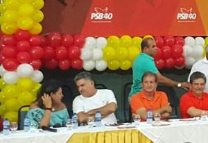 Filiado ao partido de Cartaxo, deputado participa de encontro do PSB e diz que ainda não definiu candidato