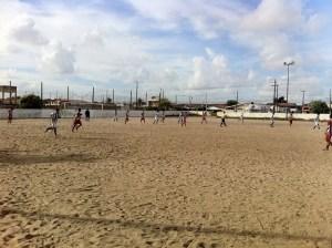 Moradores do Valentina protestam contra fechamento de campo de futebol; veja o vídeo