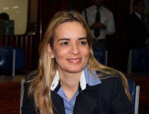 Deputada diz que corrupção é falta de temor a Deus e propõe aos parlamentares oração pelo país