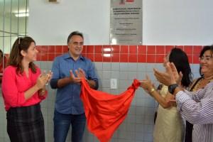 Prefeito entrega reforma da Escola Seráfico da Nóbrega