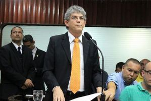Governador abre trabalhos na Assembleia Legislativa com mensagem sobre dificuldades financeiras