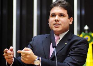 Liderança do PMDB: Com discurso moderado, Hugo Mota se aproxima do governo
