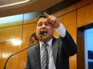 Renato Martins acusa CMJP de subserviência e diz que assessores estão preparados para demissões