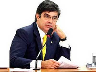 """Paraibano realiza manobra para livrar Cunha de cassação: """"Não cometeu decoro"""""""