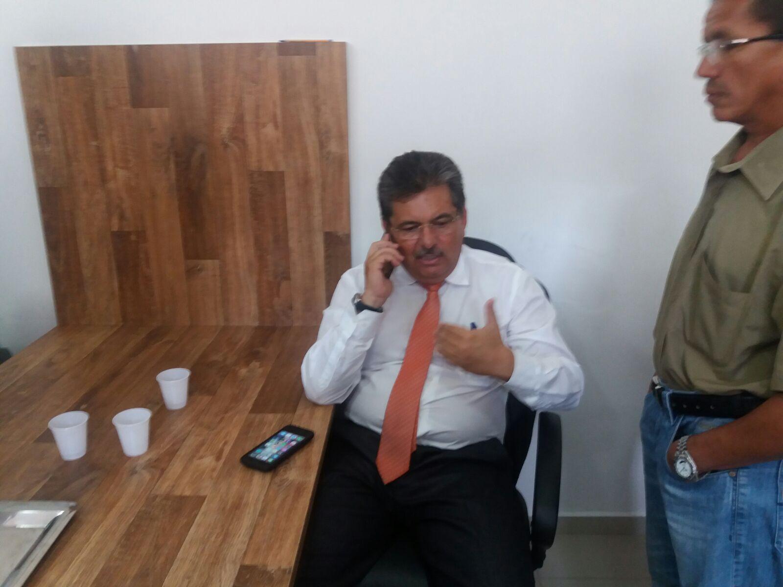 Governo pressiona Adriano Galdino para anunciar voto em Hervázio Bezerra no 2° biênio