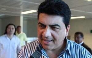 Questionado se tomará posse como vice-prefeito de JP, Manoel Júnior silencia