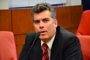 """Líder do prefeito minimiza assinatura de governistas, mas adverte: """"Se fosse eu, já estaria dando adeus à bancada"""""""