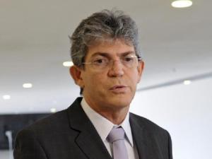 Pelo Twitter, Ricardo Coutinho anuncia pagamento do funcionalismo público para quinta e sexta