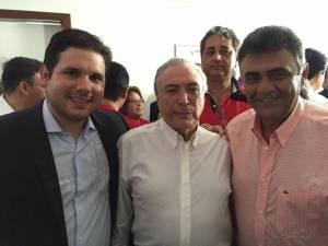 Hugo Mota vai à residência Michel Temer comemorar resultado após votação do impeachment