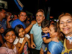 Luciano Cartaxo realiza caminhada e promete que será maior evento da campanha