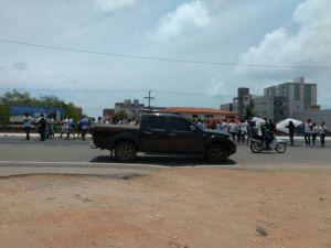Estudantes e servidores do IFPB fecham a BR-230 em protesto à PEC 241