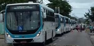 Durante entrega de ônibus, Berg destaca importância de parceria com Estado