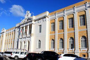 Desembargador revoga liminar e suspende reabertura de lojas de veículos seminovos na Capital