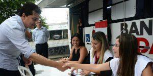 Manoel Jr faz balanço positivo do Carnaval e visita unidade móvel do Banco Cidadão