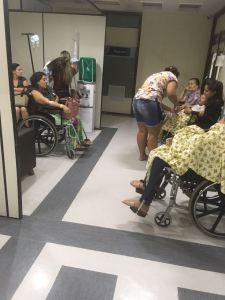 """Pacientes reclamam de atendimento em hospital da Unimed: """"Aqui tá um lixo"""""""