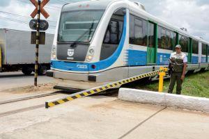 Atendendo apelos, Prefeitura de Santa Rita entrega cancela ferroviária em Várzea Nova