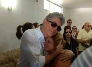 Governador comparece a velório para o último adeus ao humorista Cristovam Tadeu