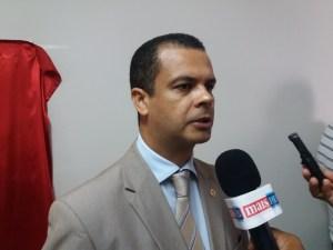 """Deputado critica postura de RC: """"Persegue quem pensa contrário a ele"""""""