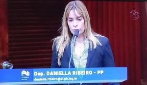 Deputada diz que reuniões da CCJ funcionam segundo a conveniência de Estela