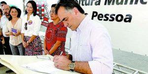 Luciano Cartaxo libera mais de R$ 3 milhões em microcrédito nesta segunda