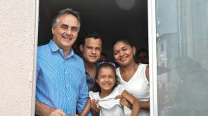 Prefeito entrega mais 224 moradias e beneficia mais de 22 mil pessoas