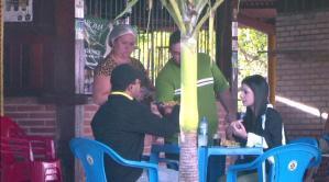 TV Arapuan faz pegadinha para entregar prótese de perna a idosa em João Pessoa; assista