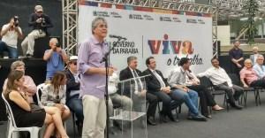 Ricardo compartilha Prêmio Excelência em Competitividade com auxiliares de Governo