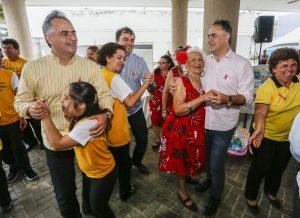 Luciano Cartaxo entrega enxovais a gestantes e fortalece proteção social às famílias
