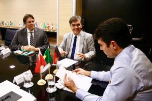 Cássio se reúne com ministro que confirma conclusão do eixo norte para o início de 2018