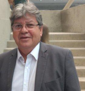Relatório do TCE revela que João Azevedo acumula seis cargos e tem salário de marajá