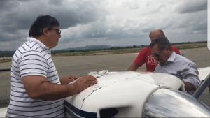 Avião de José Maranhão apresenta problema, mas ele mesmo conserta defeito; veja