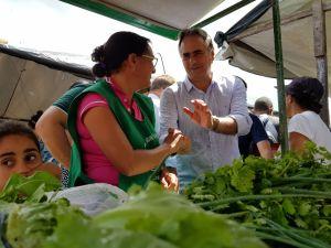 Lucélio intensifica contatos, visita feira de Sapé e dialoga com a população