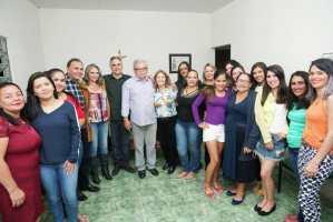 """""""É a força dos que desejam um novo momento para a Paraíba"""", diz Lucélio ao lado da população de Gado Bravo"""