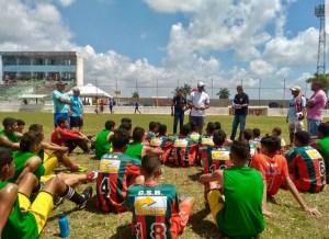 Vasco da Gama avalia alunos da escolinha de futebol de Santa Rita