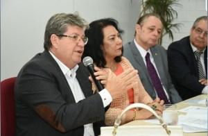 João se reúne com defensores públicos e garante manter mesa de negociação aberta com categoria