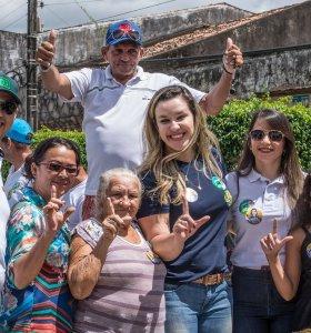 Camila visita sete municípios e recebe apoio da população à sua reeleição