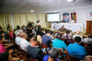 """Faremos da segurança pública prioridade na gestão"""", diz Lucélio em debate com policiais"""