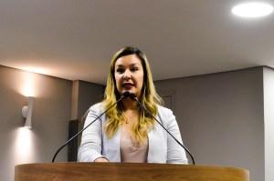 Camila cobra aplicação da Lei sobre reaproveitamento de água e pede informações ao Governo