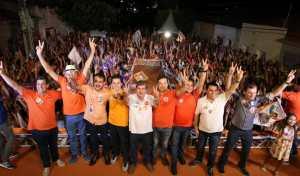 João reúne 15 mil pessoas em Cajazeiras, garante estradas e adutora para o Alto Sertão