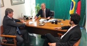 BASTIDORES: Aguinado Ribeiro recebe João Azevêdo em Brasília e sinaliza apoio ao governador eleito