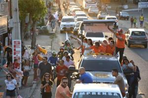 João comanda caravana em Campina Grande e diz que manterá investimentos e obras na cidade