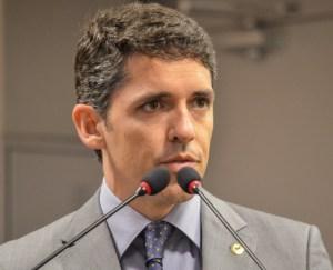 Tovar lamenta morte do ex-prefeito de Patos Dinaldo Wanderley e destaca trajetória política