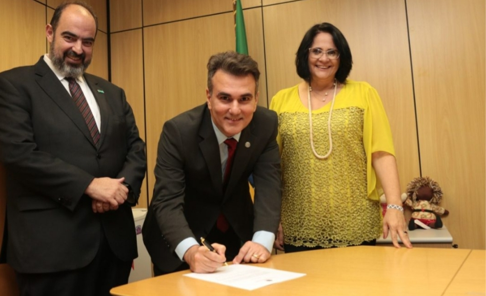 Empossado, Sérgio Queiroz diz que vai lutar pela pacificação social e tolerância religiosa