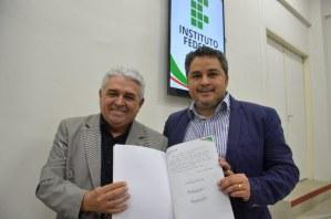 Efraim Filho comemora investimentos no IFPB de Cajazeiras