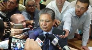 Adriano Galdino contraria governo e é reeleito presidente da ALPB