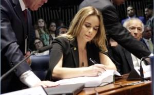 Daniella Ribeiro toma posse como a primeira senadora mulher eleita pela Paraíba