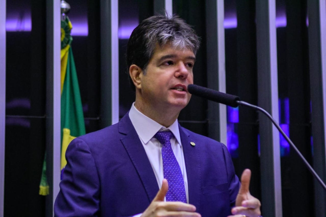Relator dá parecer favorável à PEC que acaba com pensão de ex-governadores no Brasil