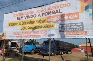 Em Pombal, profissionais da saúde usam outdoor para cobrar dívida de mais de R$ 4 milhões a João Azevêdo